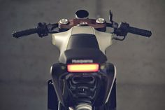 Husqvarna-401-White-Arrow-Cafe-Racer-7
