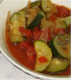 hcg-recipe-italian-stewed-tomatoes-and-zucchini - this is nice over miracle noodles Hcg Diet Recipes, Low Calorie Recipes, Cooking Recipes, Healthy Recipes, Healthy Meals, Vegetarian Recipes, Healthy Food, Zuchinni Recipes, Vegetable Recipes