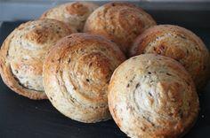 FIBERSNEGLE - www.lindegaards.net Bread Bun, Bread Cake, Dough Recipe, Bread Baking, Bread Recipes, Bagel, Sandwiches, Brunch, Food And Drink