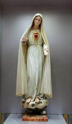 Jesus Mother, Blessed Mother Mary, Blessed Virgin Mary, Catholic Prayers, Catholic Art, Our Lady Of Rosary, Catholic Gentleman, Lady Madonna, Jesus Christ Images
