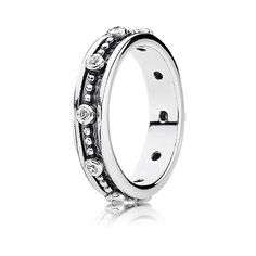 For princesses at heart: Royalty ring in sterling silver with clear cubic