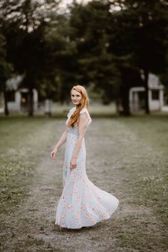 Sequoyah Park is a favorite for locals. It's understated beauty is the perfect background for engagement photos along the Tennessee River. Engagement Outfits, Engagement Session, Engagement Photos, Engagement Photography, Perfect Fit, What To Wear, Park, Wedding Dresses, Photographers