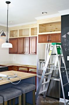 Thrifty Decor Chick: Building Cabinets up to the Ceiling / DIY / Kitchen