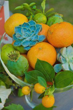 great color, interesting centerpiece or bouquet idea.