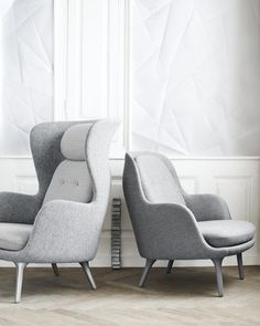 Fall in love with one of Fritz Hansen's many designer lounge chairs. Explore the whole Fritz Hansen lounge chair collection here. Design Furniture, Sofa Furniture, Luxury Furniture, Danish Furniture, Plywood Furniture, Fritz Hansen, Poltrona Design, Lounges, Lounge Chair Design