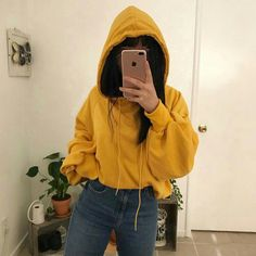 yellow hoodie with jeans, outfit Mode Outfits, Trendy Outfits, Fashion Outfits, Fashion Trends, Look Fashion, Korean Fashion, 90s Fashion, Crop Top Hoodie, Cropped Hoodie Outfit