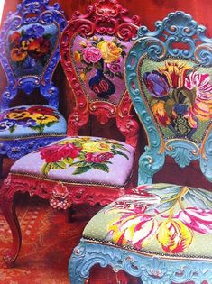 Kaffe Fassett - needlepoint and painted chairs Funky Furniture, Painted Furniture, Entryway Furniture, Furniture Vintage, Luxury Furniture, Contemporary Furniture, Furniture Design, Deco Boheme, Painted Chairs