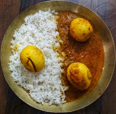 HOW TO MAKE EGG CURRY AT HOME with simple basic ingredients available at home like kadi patta , onion tomato, and basic garam masala. How To Make Eggs, Egg Curry, Indian Curry, Garam Masala, Curries, Home Recipes, Curry Recipes, Cooking, Breakfast