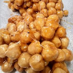 Hazelnuts with caramel, for pâte with white chocolate. Made by Beenie Cakes - Sabine van Biene -