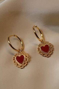 Gold Heart Stud Earrings/ Minimalist Earrings/ Heart Earrings/ Rose Gold Earrings/ Gift for Her/ Dainty Earrings/ Graduation Gift - Fine Jewelry Ideas Ear Jewelry, Cute Jewelry, Gold Jewelry, Jewelry Accessories, Jewelry Necklaces, Gold Bracelets, Jewelry Ideas, Jewlery, Vintage Jewelry