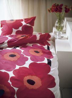 The famous Unikko pattern by Armi Ratia for Marimekko. Marimekko Bedding, Colorful Bedding, Scandinavia Design, Make Your Bed, Clever Design, Bed Spreads, Pillow Shams, Interior Inspiration, Duvet Covers