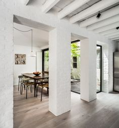Kirkwood McCarthy has added a zinc-clad wing to a London house, creating a light-filled living space that sits between the garden and a new courtyard Zinc Cladding, House Cladding, Timber Panelling, London House, Thrifty Decor, Patio Roof, Pergola Roof, Pergola Shade, Pergola Kits