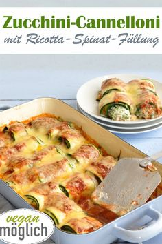 Bake delicious vegetables - here, for example, vegetarian zucchini rolls instead of cannelloni with a ricotta and spinach filling or a vegan cashew and ricotta filling. With ricotta and spinach filling. Easy Dinner Recipes, Easy Meals, Law Carb, Avocado Dessert, Vegetarian Recipes, Healthy Recipes, Avocado Toast, Chicken Recipes, Vegetarian