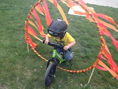 Between a dog and a hard place : Strider Bike Party - Fahrrad Motorcycle Birthday Parties, Dirt Bike Birthday, Motorcycle Party, 4th Birthday Parties, Boy Birthday, Birthday Ideas, Bicycle Party, Dirt Bike Party, Striders