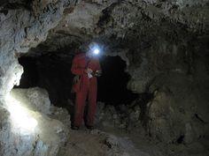 Tomando datos de topografía. Cueva del Masico del Can -Mosqueruela, Teruel (Spain)-