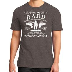 Fashions dadd District T-Shirt (on man)