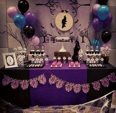 Una fiesta de la heroína y villana Maléfica Maleficent Birthday Party, Halloween Birthday, 5th Birthday Party Ideas, 10th Birthday Parties, 4th Birthday, Diy Party Decorations, Birthday Decorations, Family Birthdays, First Birthdays