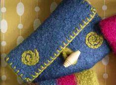 Make It Yours Purse Swirling Spirals Pattern (Knit) - Lion Brand Yarn Felt Purse, Diy Purse, Felt Wallet, Knitting Patterns Free, Free Knitting, Knitting Bags, Free Pattern, Felt Crafts Diy, How To Make Purses