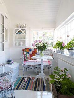 Pretty enclosed porch. Retrofika