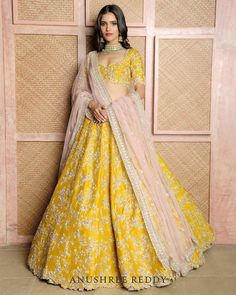 Bridal Lehenga Designs 2019 18 Ideas For 2019 Half Saree Designs, Lehenga Designs, Indian Bridal Outfits, Indian Designer Outfits, Indian Bridal Lehenga, Desi Wedding Dresses, Wedding Lehanga, Bridal Mehndi Dresses, Wedding Mandap