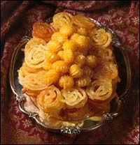 Yet another fantastic Persian dessert/sweet: Zoolbia and Bamieh (baamieh) are ALWAYS paired together.