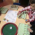 Le but de ce jeu est de faire comprendre les notions d'ajout et de diminution d'une collection. Les élèves doivent pouvoir...