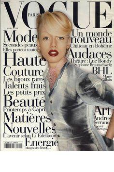 Vogue Paris mars 1995: http://www.vogue.fr/photo/les-couvertures-de/diaporama/mario-testino-en-53-couvertures-de-vogue-paris/5735/image/406794#!vogue-paris-mars-1995