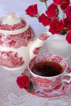 Vörös rózsa + piros mintás tea készlet