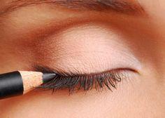 How to apply eyeliner top lid, how to apply eyeliner, applying liquid eyeliner