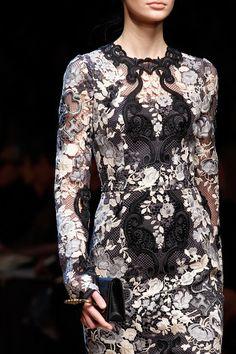 Dolce & Gabbana criou um verdadeiro conto de fadas em seu desfile Fall 2014! #dolce&gabbana #fall #contodefadas #fall2014 #inverno #desfile #idademedia