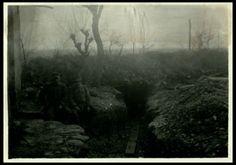 L'entrata di una trincea a monte Fortin | Reparto fotocinematografico dell'Esercito