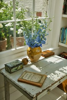 Ana Rosa - Home inspiration Wabi Sabi, Vibeke Design, Estilo Country, Country Style, Through The Window, Writing Desk, Writing Area, Cottage Style, Rustic Cottage