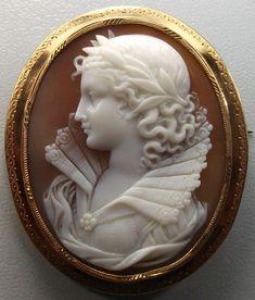 ⊙ Cameo Cupidity ⊙  Victrian Cameo. Queen Elizabeth.  Sardonyx Shell, 18k gold, c. 1860 France