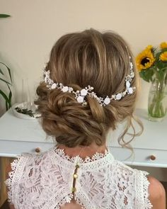 Messy Bun For Short Hair, Hairdo For Long Hair, Up Dos For Medium Hair, Medium Hair Styles, Bridal Hair Buns, Bridal Hairdo, Beach Wedding Hair, Wedding Hair And Makeup, Messy Hairstyles