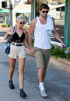Miley Cyrus In Talks For Bonnie & Clyde Miniseries: Photo Miley Cyrus holds hands with fiance Liam Hemsworth while out and about on Saturday afternoon (September in Santa Monica, Calif. Liam Hemsworth And Miley, Miley And Liam, Miley Cyrus Outfit, Miley Cyrus Style, Mom Outfits, Summer Outfits, Miley Tattoos, Ziegfeld Girls, New Girlfriend