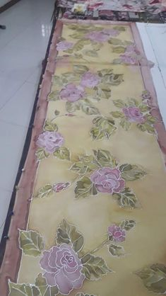 Homemade Home Decor, Painted Clothes, Silk Art, Paint Designs, Fabric Painting, Silk Fabric, Scarf Styles, Lily, Hand Painted