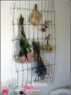 My Shabby Roses: Old Wire Fencing Wire Fence, Wire Crafts, Cozy Cottage, Nature Crafts, French Country Decorating, Wall Sculptures, Plant Hanger, Dried Flowers, Projects To Try