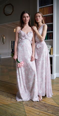 Ruffled pink floral bridesmaid dresses by Monique Lhuillier Monique Lhuillier Bridesmaids, Monique Lhuillier Bridal, Winter Bridesmaids, Black Bridesmaids, Printed Bridesmaid Dresses, Wedding Dresses, Bridal Collection, Dress Collection, Spring Dresses