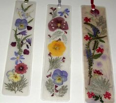 Now that summer has arrived and the flowers are in full bloom, why not use nature's florals to make unique gifts for the special people in. Three pressed flower Bookmarks created by Barb Wallgren of Cowboy Flowers forside til opgave Dried And Pressed Flowers, Pressed Flower Art, Dried Flowers, Summer Crafts, Fun Crafts, Crafts For Kids, Arts And Crafts, Kids Nature Crafts, Wax Paper Crafts