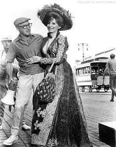 Two legends: Gene Kelly and Barbra Streisand in the set of Hello Dolly 1969 Hollywood Actor, Hollywood Actresses, Classic Hollywood, Old Hollywood, Actors & Actresses, Gene Kelly Dancing, Marlon Brando James Dean, Legendary Singers, Barbra Streisand