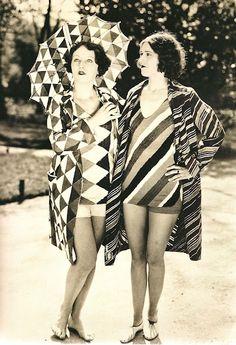 photo noir et blanc : textiles Sonia Delaunay, maillots de bain, motifs géométriques, 1927