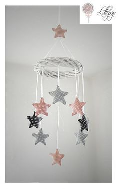 Mobil w kropki - baby diy - bebe Felt Mobile, Baby Mobile, Star Mobile, Sewing For Kids, Baby Sewing, Free Sewing, Baby Room Decor, Nursery Decor, Room Baby