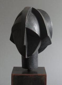 Carmen Otero.Garbi. Bronce patinado,. Edicion de 7. 26 X 23 X 21 cm