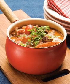 Naudan suikalepata | Liha, Arjen nopeat | Kodin Kuvalehti Yummy Food, Tasty, Salvia, Wine Recipes, Thai Red Curry, Stew, Slow Cooker, Chili, Food And Drink