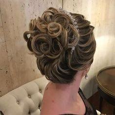 Discover penteadossonialopes's Instagram Inspirem -se!❤️ #PenteadosSoniaLopes ✨ . . . #sonialopes #cabelo #penteado #noiva #noivas #casamento #hair #hairstyle #weddinghair #wedding #inspiration #instabeauty #beauty #penteados #novia #tranças #inspiração #tutorial #tutorialhair #lovehair #videohair #curl #curls #trança #cabeleireiros #peinado 1603078143560523863_1188035779