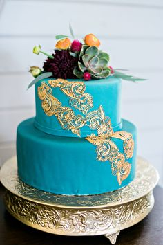 teal and gold wedding cake - photo Andie Freeman