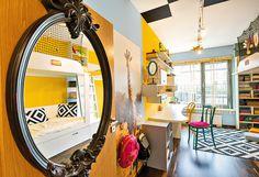 Holešovický byt, který baví! Oversized Mirror, Furniture, Design, Home Decor, Decoration Home, Room Decor, Home Furnishings, Home Interior Design