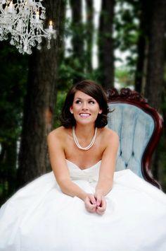 love this casual bride pose