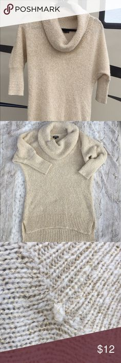 "Express Wool Blend Cowl Neck Tan Metallic Sweater Express women's Wool Blend Cowl Neck Tan Metallic Sweater Sz SM 3/4 sleeve Sweater is in great condition. See photos for condition. There seems to be a minor snag or defect under the collar.  Measurements: Chest 38"", length 29"" Express Sweaters Cowl & Turtlenecks"