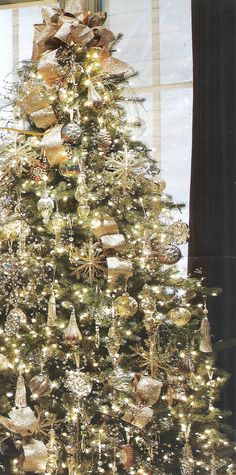 50 Christmas Tree Colour Combinations to Drool Over Gold Christmas inspiration 2 Elegant Christmas Trees, Decoration Christmas, Colorful Christmas Tree, Noel Christmas, White Christmas, Christmas Lights, Christmas Island, Christmas Movies, Simple Christmas